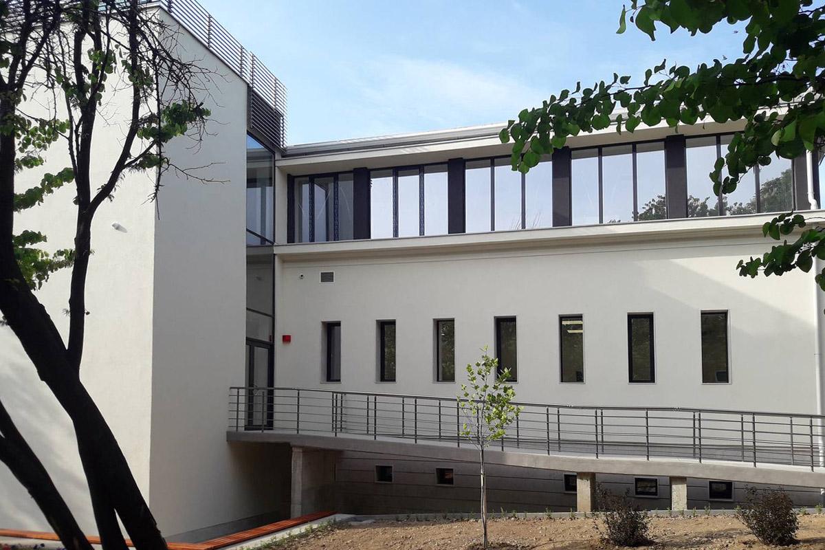 Реновация на медицински център
